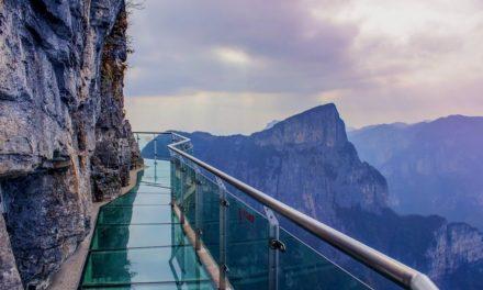 17 neuvěřitelných chodníků v oblacích, které prověří vaši odvahu