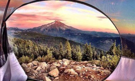 11 úžasných ranních výhledů ze stanu, které vás zbaví slov