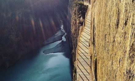 Troufli byste si na tuto nejnebezpečnější turistickou cestu světa?