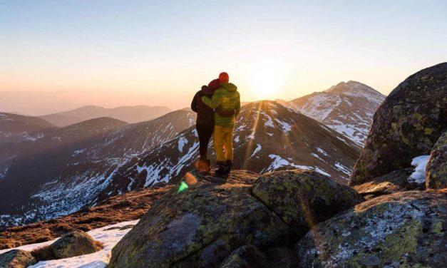 Úžasné fotky! Mladý slovenský pár randí na vrcholkách hor