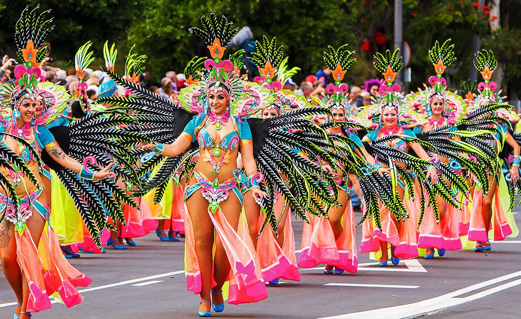 Pravý divoký karneval můžete zažít i na Tenerife