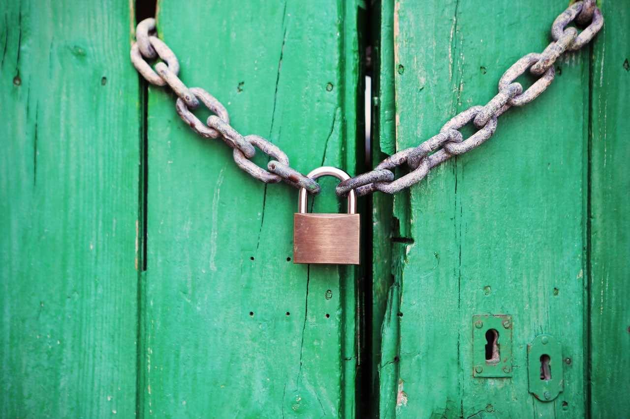 door-green-closed-lock (1)