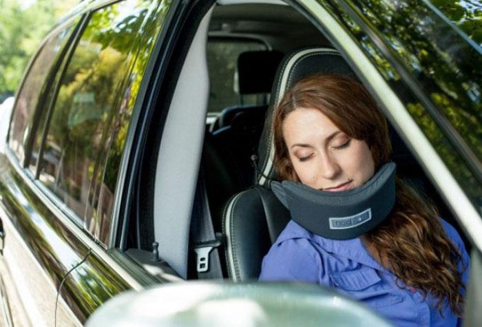 head-hammock-nodpod-sleep-travel-pillow-aeroplane-7