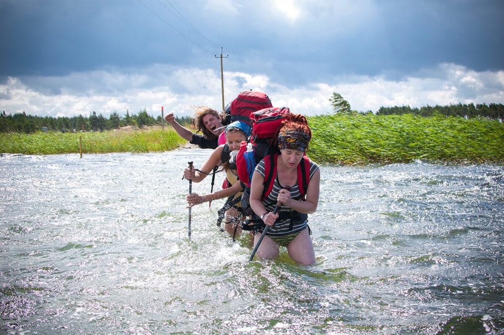 Češi vyrazili pěšky na ostrov v Estonsku13 minut čtení
