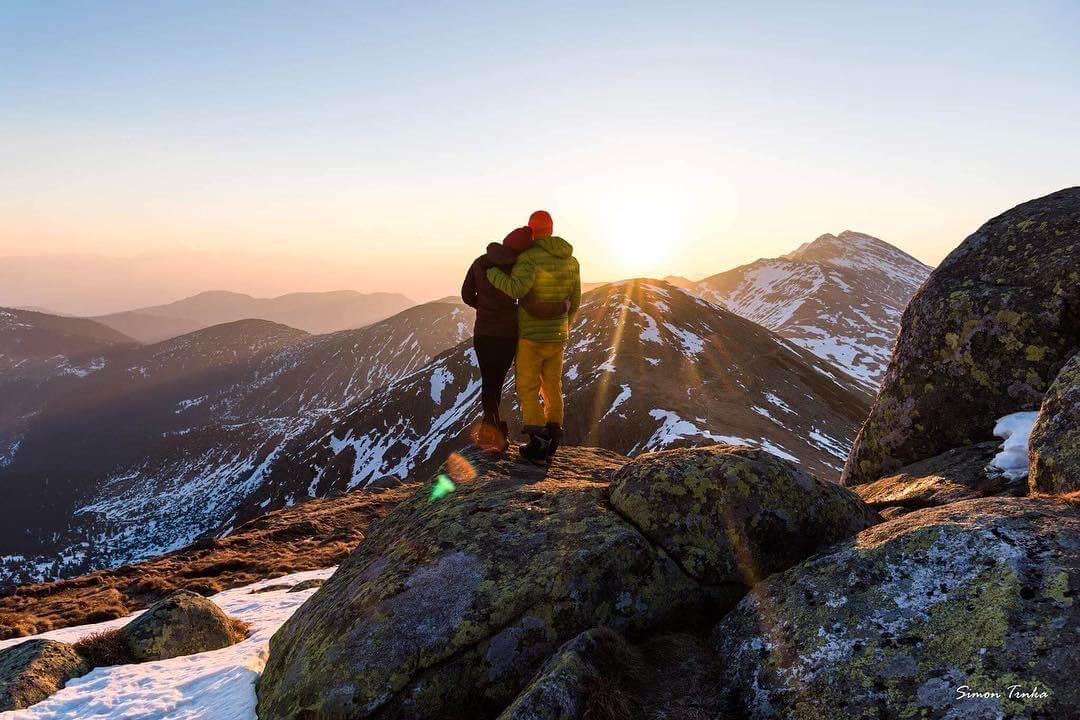 Úžasné fotky! Mladý slovenský pár randí na vrcholkách hor4 minut čtení