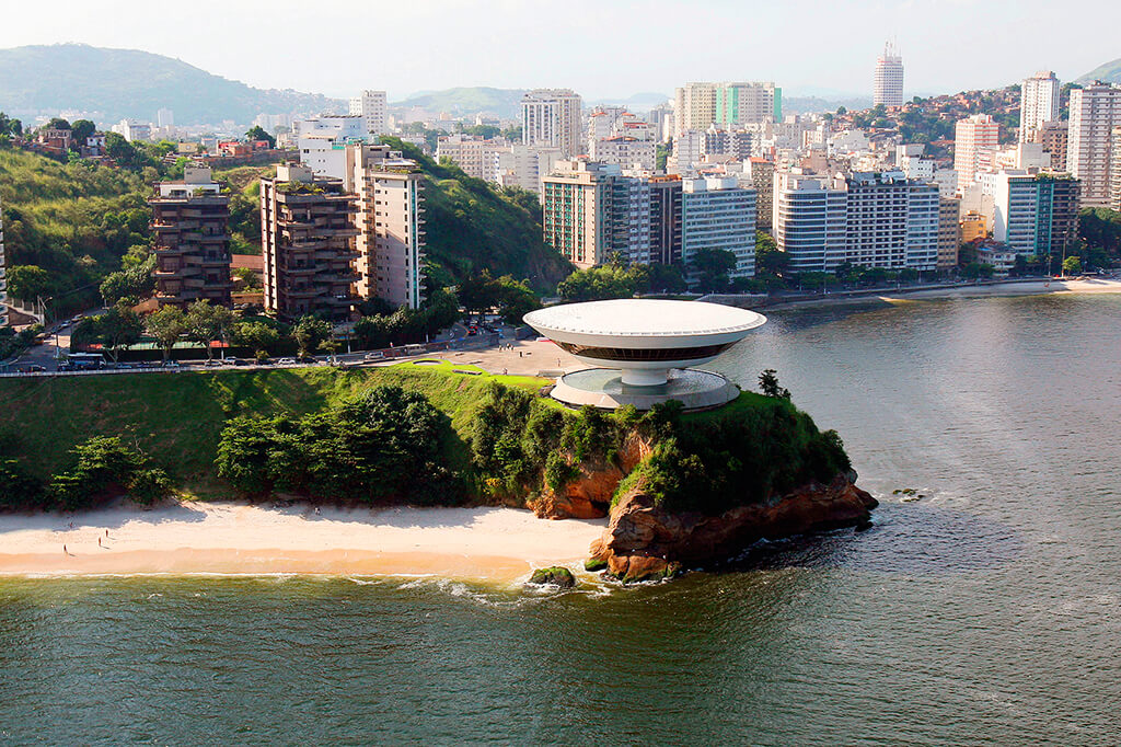 Oscar Niemeyer: architekt, který postavil v Brazílii létající talíř8 minut čtení