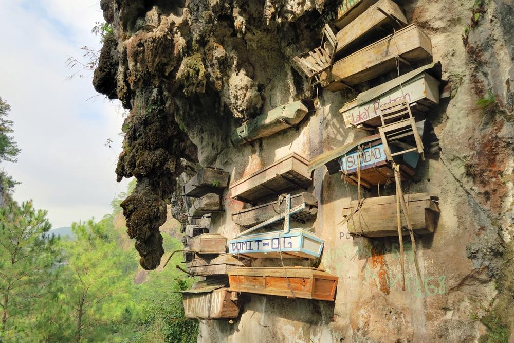 Visící rakve v Sagadě