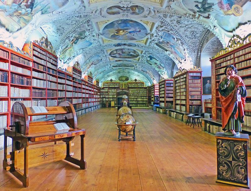 8 knih perfektních na cestu po světě