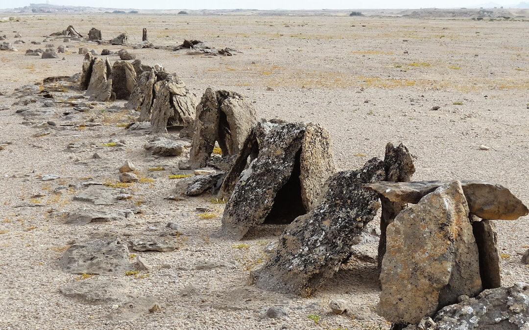 Čeští archeologové zkoumají kamenné monumenty staré 2000 let